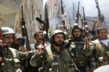Soldados do Exército sírio comemoram a retomada da cidade de al-Otaiba. Ataque israelense aconteceu num momento em que as forças do Governo sírio vinham alcançando sucessivas e significativas vitórias contra os terroristas, como a retomada da estratégica cidade de al-Otaiba, que vinha servindo como  corredor para a passagem de militantes e armas para os rebeldes.