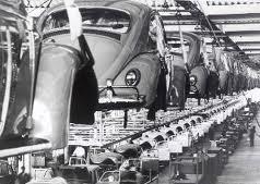 Linha de montagem da VW. Foi no Regime Militar que se consolidou as bases da moderna indústria brasileira