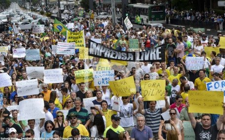 Passeatas em SP reune milhares de pessoas, que pedem o impeachment de Dilma