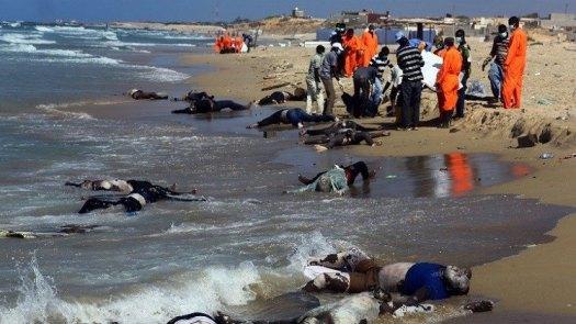 Corpos do imigrantes líbios que morreram em naufrágio no Mar Mediterrâneo, quando se dirigiam à Itália. Foto colhida no Facebook.